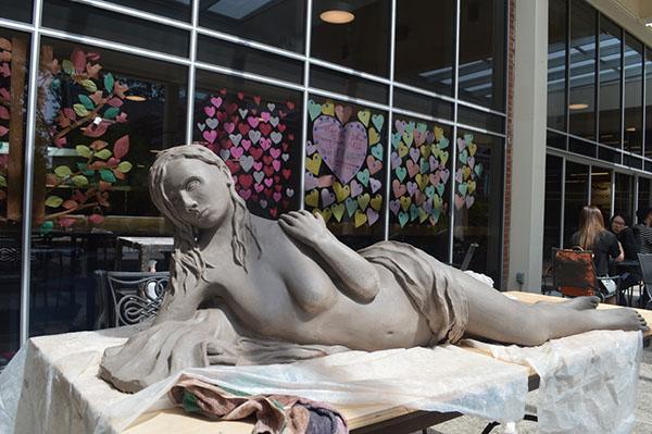 Art canvas open to non-art majors