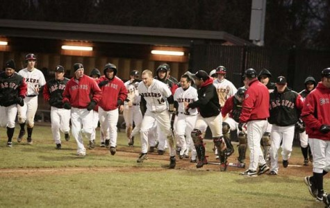 Baseball lengthens season with wins against Whitworth
