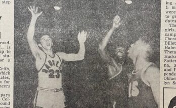Norm Hubert takes a shot while R.C. Owens goes for the block and Elgin Baylor watches